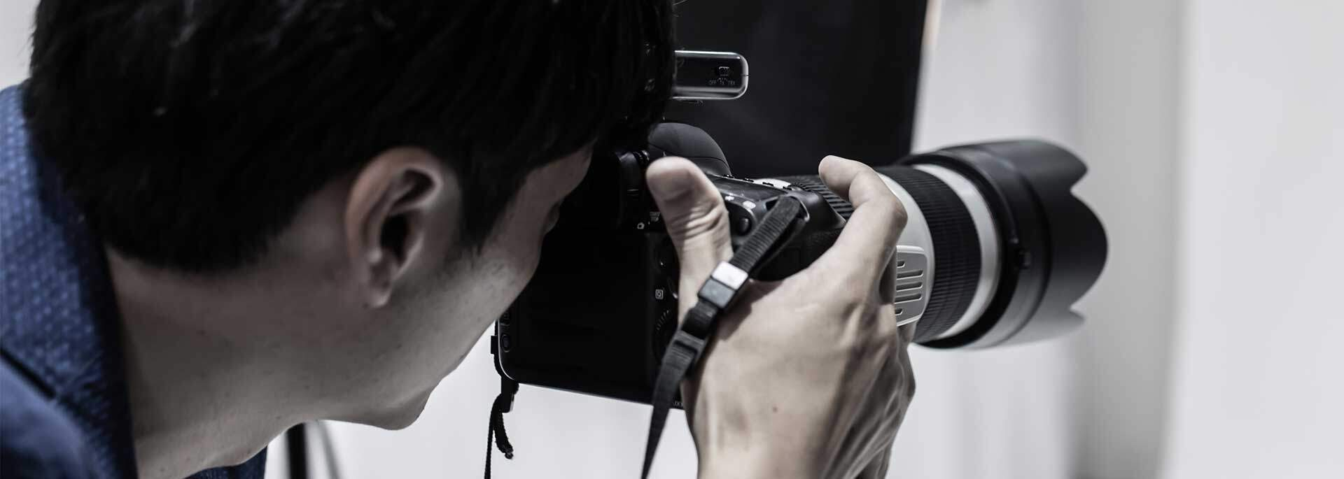 Fotograf von hinten beim Fotoshooting