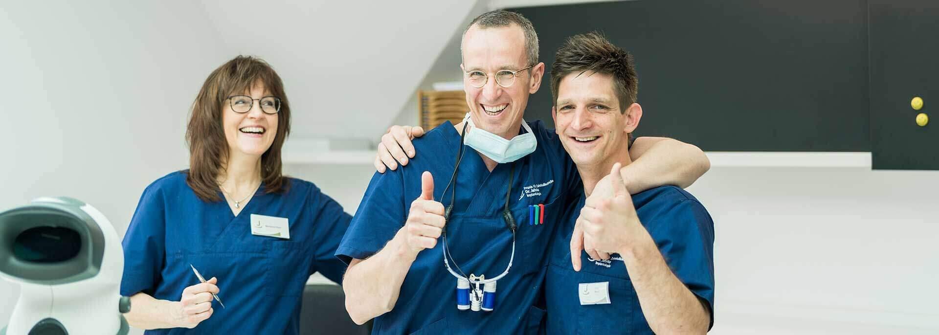 Dr. Jahnke mit Teamkollegen